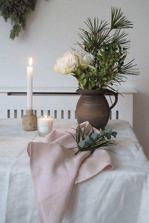 Inspiration nordischer Stil mit Stoffservietten und Duftkerzen Nordic Butik