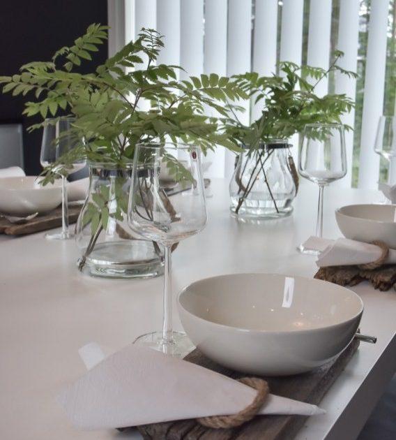 Tisch mit zeitloses Design decken