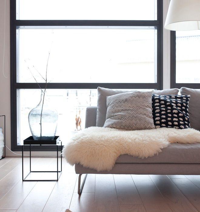 Lammfell in Wohnzimmer skandinavische Einrichtung