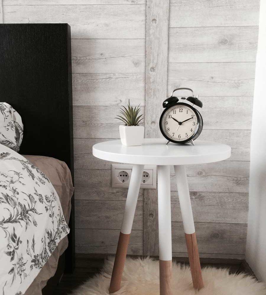 Schlafzimmer mit Wecker nordic Living