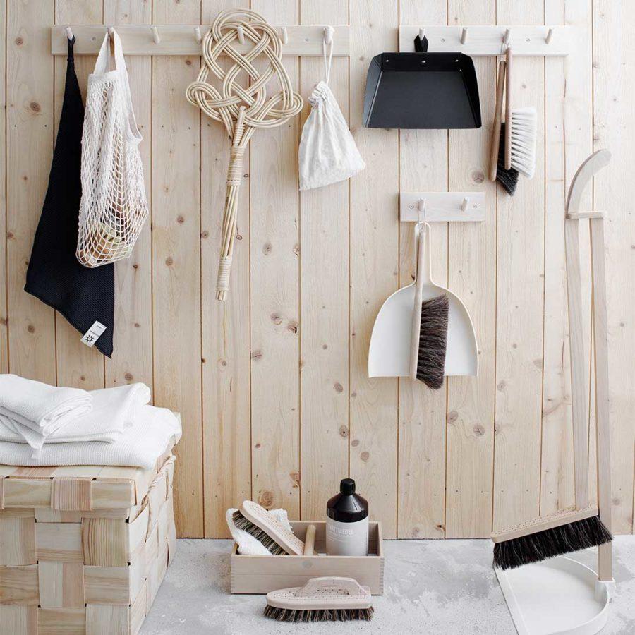 Hakenleiste aus Holz 7 Haken mit Reinigungszubehör Nordischer Stil Nordic Butik