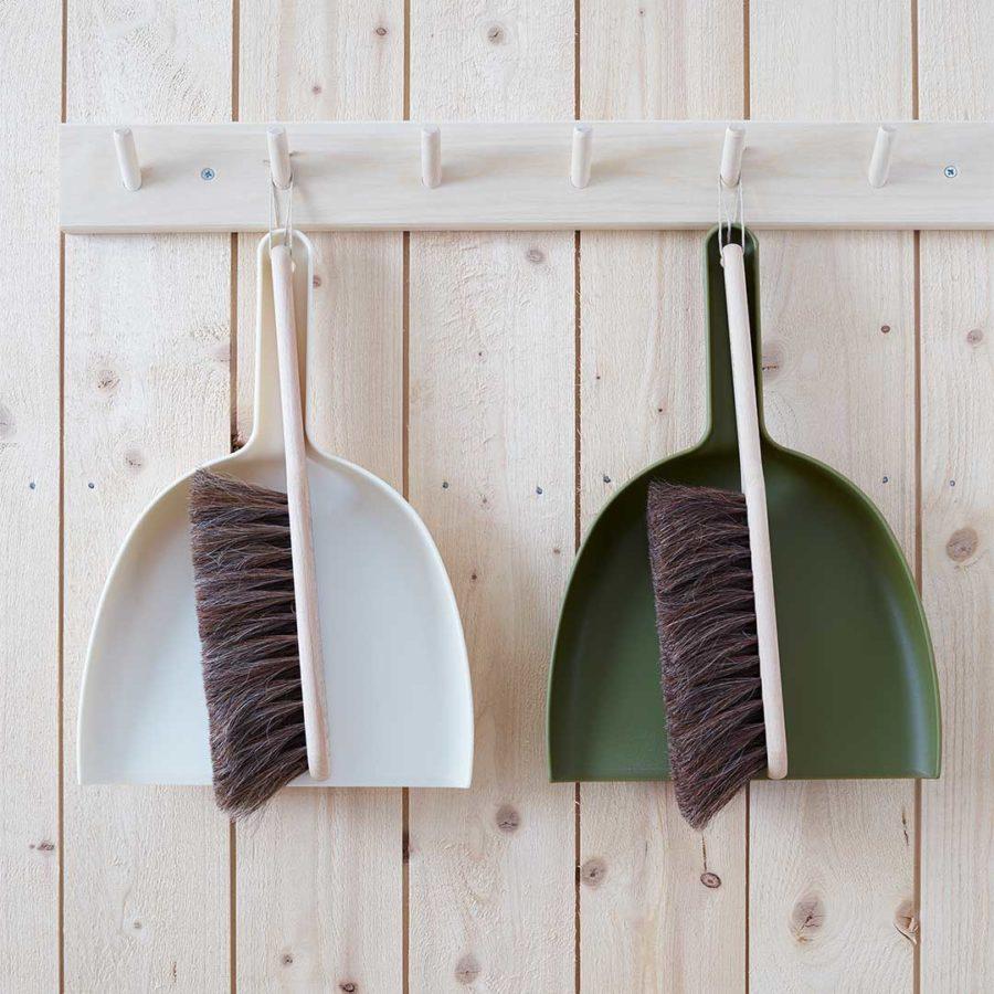 Hakenleiste aus Holz Handkehrset grün und weiß Nordic Butik