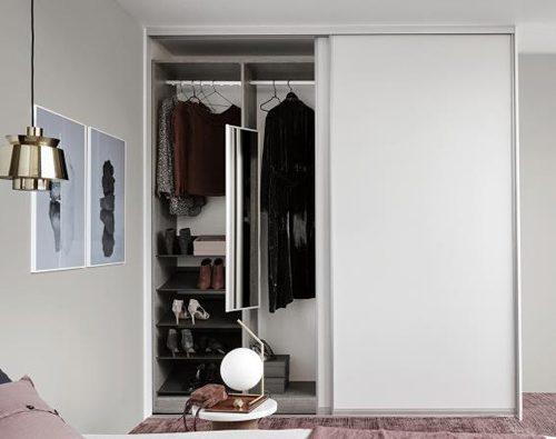 Kleiderschrank Raumhöhe effektiv benutzen