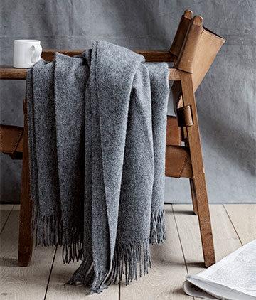 Skandinavische Kissen und Decken