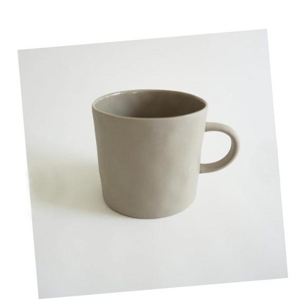 Henkeltasse beige Kajsa Cramer handgemachte Keramik Nordic Butik